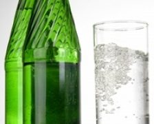 Apa minerala bogata in siliciu previne declinul cognitiv