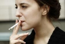 Renuntati la fumat, traiti mai mult