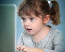 Copii imbolnaviti de internet – studiu UNESCO