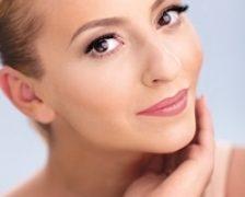 Giulia Anghelescu, imaginea gamei de produse cosmetice Farmec Natural