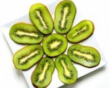 Consumati kiwi pentru un ten stralucitor