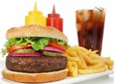 Fast-foodul, la fel de nociv precum hepatita