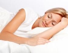Cum puteti avea un somn de calitate in zilele caniculare