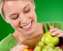 Vreti sa va lasati de fumat? Fructele si legumele ajuta