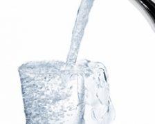 Un pahar in plus de apa pe zi pentru o talie de viespe