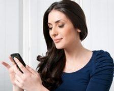 Lumina albastra a smartphone-urilor, efect pozitiv asupra creierului?