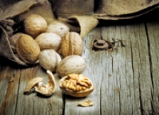 Consumul de nuci reduce mortalitatea cu 20%