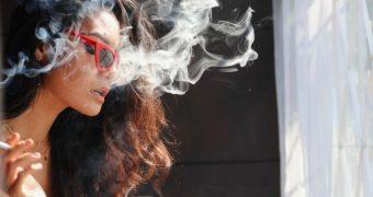 Tutunul, inamicul tenului. Aflati de ce