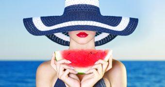 Pepenele rosu: mai multe beneficii, un singur fruct