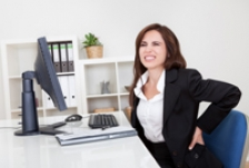 Statul pe scaunul de la birou si durerile care pot aparea