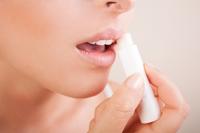 Stop buzelor crapate si iritate! Trucuri pentru a le ingriji