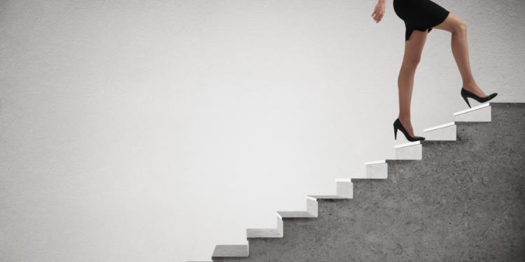 Urcatul scarilor arde calorii