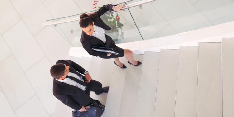 Urcatul scarilor mai eficient decat mersul pe jos