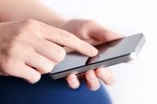 Folositi tablete sau smartphone-uri? Atentie la pozitia gatului!