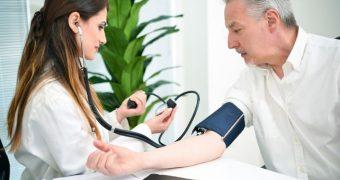 Aveti tensiunea arteriala crescuta? Iata ce complicatii pot aparea