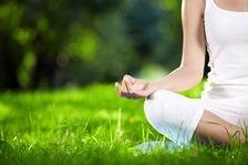 Yoga ar putea reduce simptomele astmului