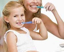 Igienizarea dintilor temporari. De cate ori trebuie sa se spele pe dinti un copil?