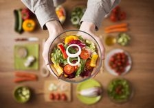 Dieta mediteraneana va mentine sanatosi si tineri