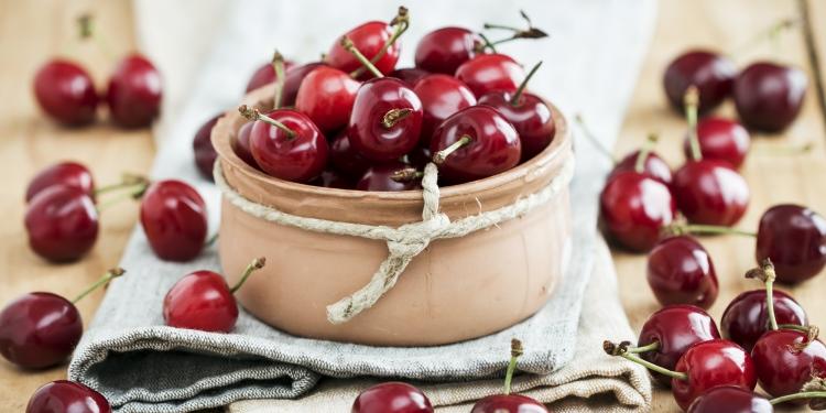 Ciresele sunt o sursa bogata de vitamine si minerale si au un rol benefic pentru sanatatea organismului nostru. Vitaminele pe care le contin ciresele sunt: C, PP, A, E, B1, B2, B6, B9 si acid folic. Dintre elementele nutritive fac parte: fier, magneziu, zinc, fosfor, sodiu, potasiu, cupru, sulf, nichel, calciu, ciresele bogate in vitamine si minerale,