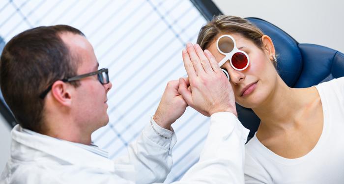 Laser sau implantare de lentile: ce alegeti?