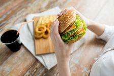 Sunteti la risc? 5 factori care predispun la obezitate