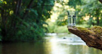 5 situatii in care NU ar trebui sa beti apa