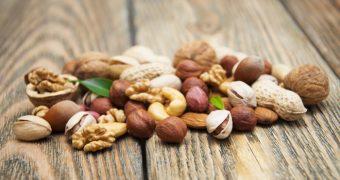 Ne ajuta fructele oleaginoase sa traim mai mult?