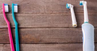 Avantaje și dezavantaje: periuța de dinți clasică vs cea electrică