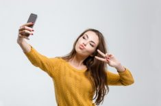 Obsesia pentru selfie: ce ascunde?