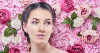 Beneficiile utilizarii apei de trandafiri in ingrijirea zilnica