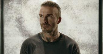 De ce a fost David Beckham inconjurat de 10.000 de tantari?