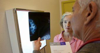 Menopauza si durerile de sani: ce trebuie sa stiti