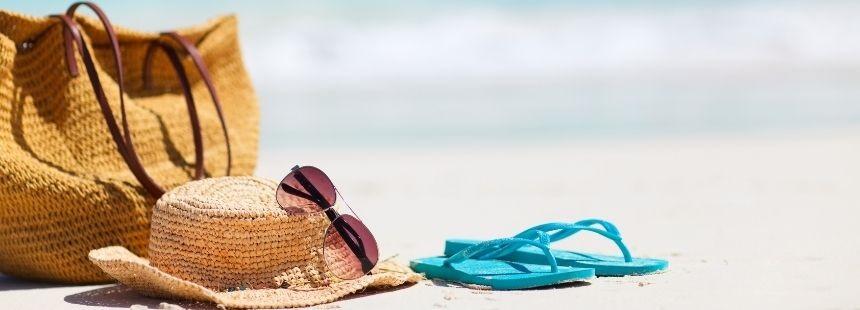 Ce nu trebuie sa va lipseasca din geanta de plaja