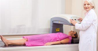 DEXA: testul imagistic pentru diagnosticarea osteoporozei