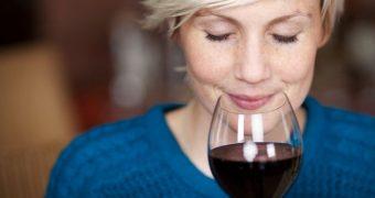 Consumat cu moderaţie, vinul reduce riscul de osteoporoză