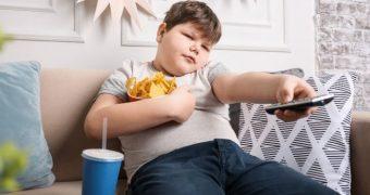Părinţii pot ajuta la prevenirea obezităţii în cazul copiilor