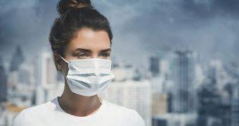 Poluarea, mai rea pentru plămâni decât fumatul