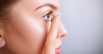 S-au inventat lentilele de contact smart pentru monitorizarea glicemiei