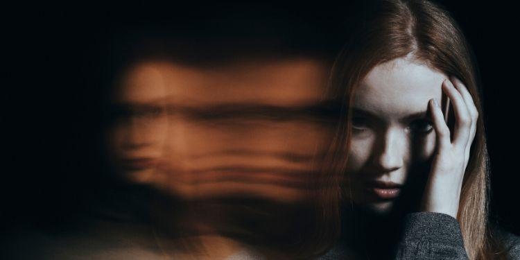 halucinatii auditive, voci, boli mintale, afectiuni psihiatrice,