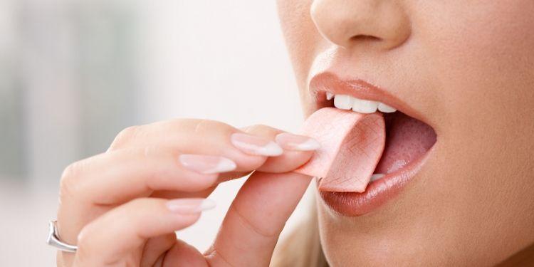 gumă de mestecat, caşcaval, cavitatea bucală, salivă,