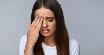 Spasmul pleoapei este cauzat de oboseală, stres, cofeină şi alcool