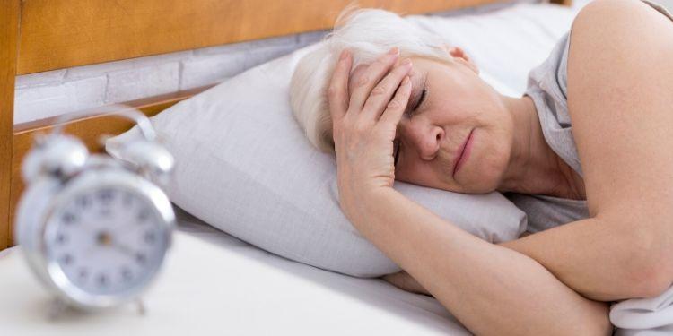 sănătatea oaselor, osteoporoza, menopauza, somnul, calitatea somnului,