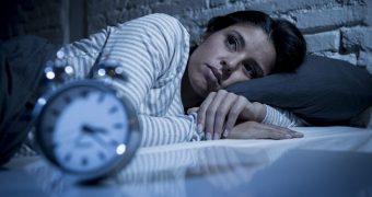 Anxietatea provocată de COVID-19 ne tulbură somnul? 8 moduri pentru a reveni la somnul profund