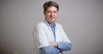 """Dr. Robert Apostolescu: """"Poţi avea şi la 70 de ani viaţă de calitate, dacă nu te duci la doctor doar la urgenţă"""""""