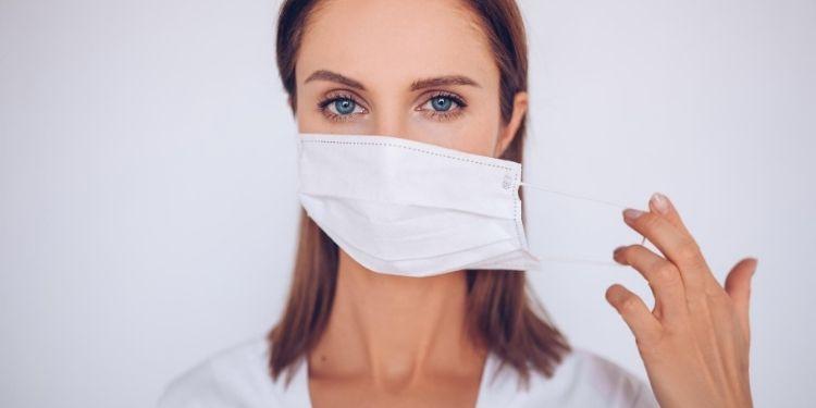 acneea cauzată de mască