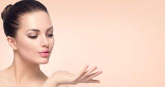 Îngrijirea corectă a tenului gras ţine departe acneea