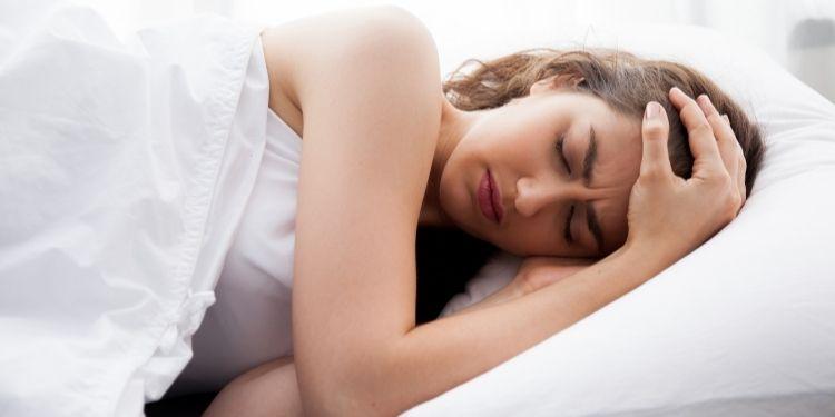durerea de cap matinală, apnee, dureri de cap matinale, durere de cap, tulburări de somn,