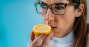 Recuperare post-COVID-19: pierderea mirosului poate persista mai mult de 5 luni