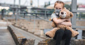Expunerea în copilărie la aerul poluat creşte riscul apariţiei bolilor de inimă