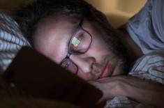 Legătura dintre miopie şi insomnie